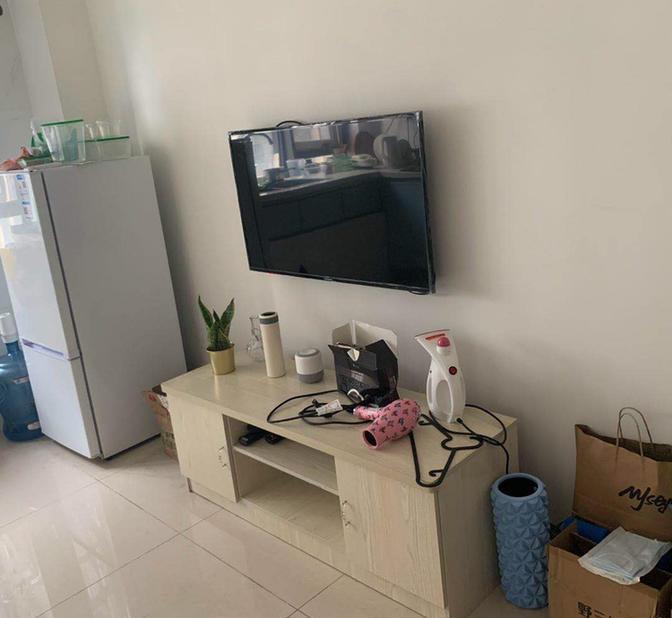 Short Term-Seeking Flatmate-Shared Apartment