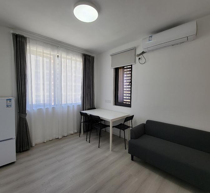 带阳台-独立厨卫-Long Term-Shared Apartment