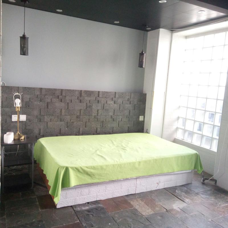 Beijing-Chaoyang-10' to Guomao,Master bedroom with shower with Ac and blind filters / CBD : super close to Guomao/ 25' to downtown,Long & Short Term,Seeking Flatmate,Shared Apartment