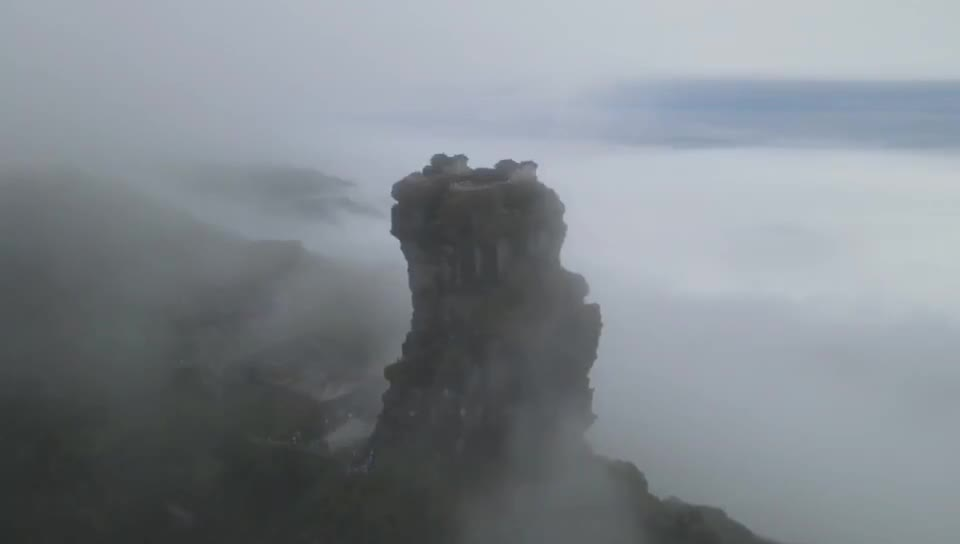 I was in 梵净山 in Guizhou here is a drone we took from the top. Pretty amazing